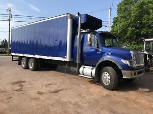 2005 international 7600 reefer truck