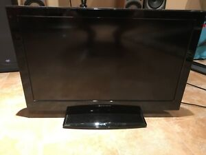"32"" LCD ELEMENTS TV BARLEY USED"
