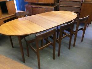 Table et chaises teck vintage // Teak dining set