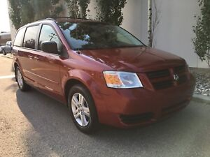 2010 Dodge Grand Caravan SE, stow n go, DVD, back up cam!