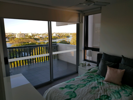 Master Room with own ensuite and river views. 345 BILLS INCLUDED!