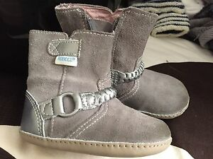 Robeez  leather boots- size 3
