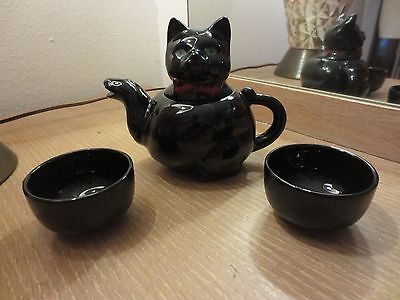 VINTAGE STAFFORD BLACK CAT CHILD'S TEAPOT WITH 2 CUPS