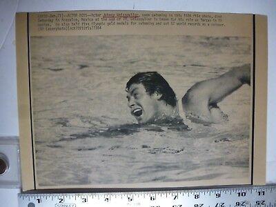 Vintage Wire Press Photo Johnny Weismuller Dies 1936 Tarzan Swimming 1/21/1984