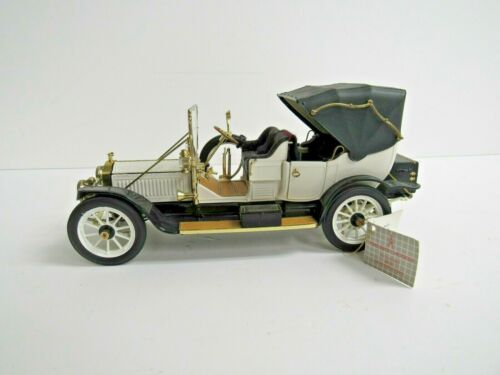 Franklin Mint The 1912 Packard Victoria 1:24 Scale with Tag