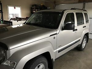 2009 Jeep Liberty - North Edition- low mileage, like new