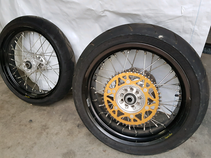 Motard wheels