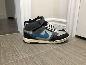 NIKE SHOES - youth size 7