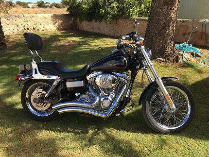 2006 Harley Davidson dyna super glide costom.