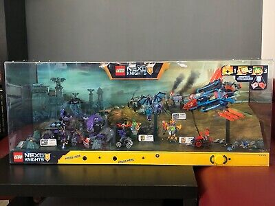LEGO Nexo Knights Bundle Lot 70351,70352,70364,70365 In LEGO Showcase w Lights
