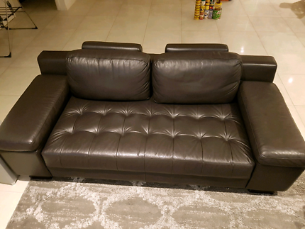 2.5 seater brown leather couch