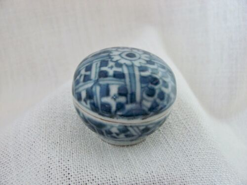 Antique Ming Period Small Porcelain / Ceramic Covered Box