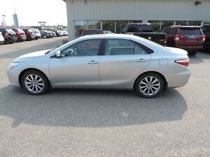 2015 Toyota Camry Hybrid XLE Local One Owner, Leather, Navi,...