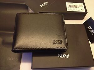 MENS DESIGNER HUGO BOSS WALLET STYLE AREZZO 50128297 TRIFOLD BLACK COIN POCKET..