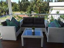 WHITE WICKER OUTDOOR LOUNGE PATIO SEAT & TABLE FURNITURE SET Thornlands Redland Area Preview
