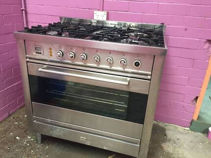 Ilve freestanding natural gas oven and stovetop 900mm