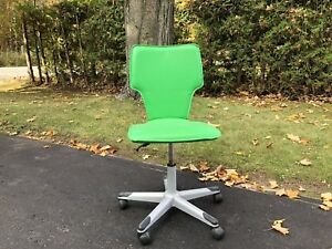 GREEN IKEA DESK CHAIR