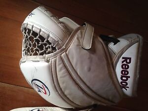Reebok Premier 4 Goalie Gloves Kitchener / Waterloo Kitchener Area image 9