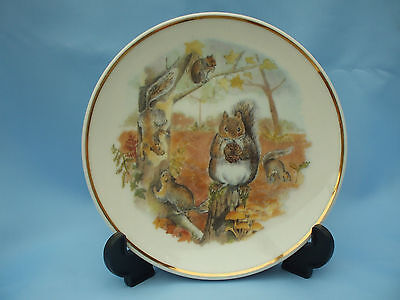 Collectable 79-369 Reader's Digest by Susan Beresford Squirrels Ceramic Plate