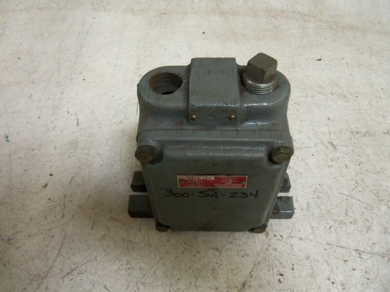 ALLEN BRADLEY 801-CMC2711 SERIES A LIMIT SWITCH *USED*