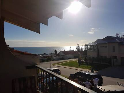 Cottesloe: Room to rent with Ocean views $190 inc wifi