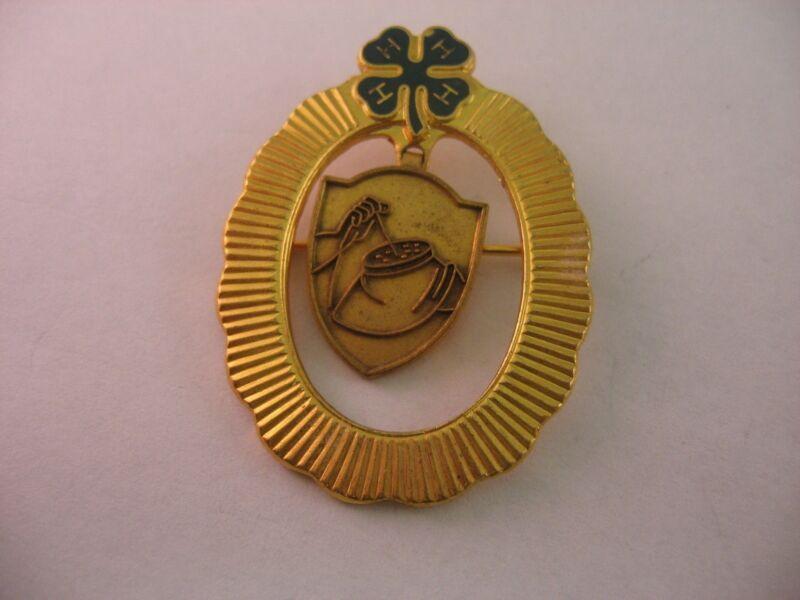 Rare Vintage FOUR H 4H Nice Size NEEDLEPOINT THEME Lapel Pin Pinback