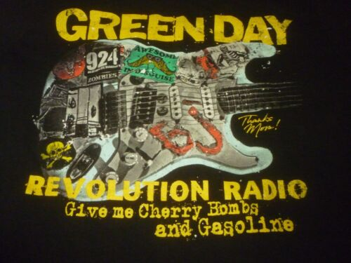 Green Day Shirt ( Used Size M ) Nice Condition!!!