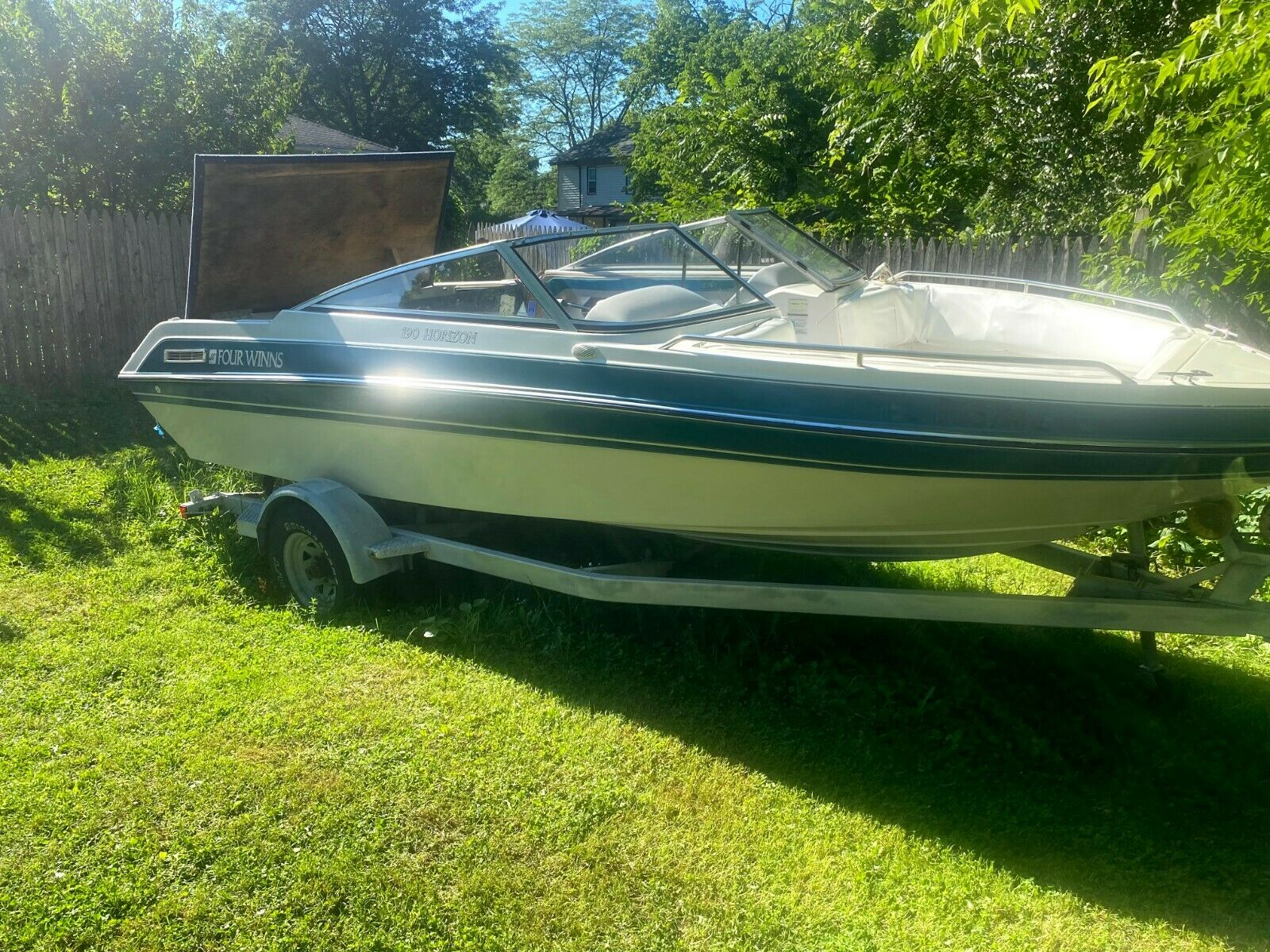 ****No reserve*****Four Winns Boat 19 foot with trailer