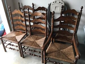 Gorgeous dining set with 6 chairs and 2 table leafs