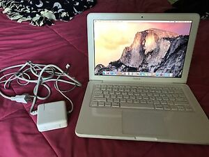 Apple MacBook 2009 Laptop