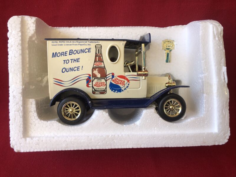 PEPSI COLA 1900s GOLDEN FORD WHITE DELIVERY TRUCK DIECAST BANK -Golden Classics
