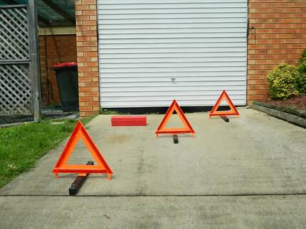 Narva safety triangles set of three.