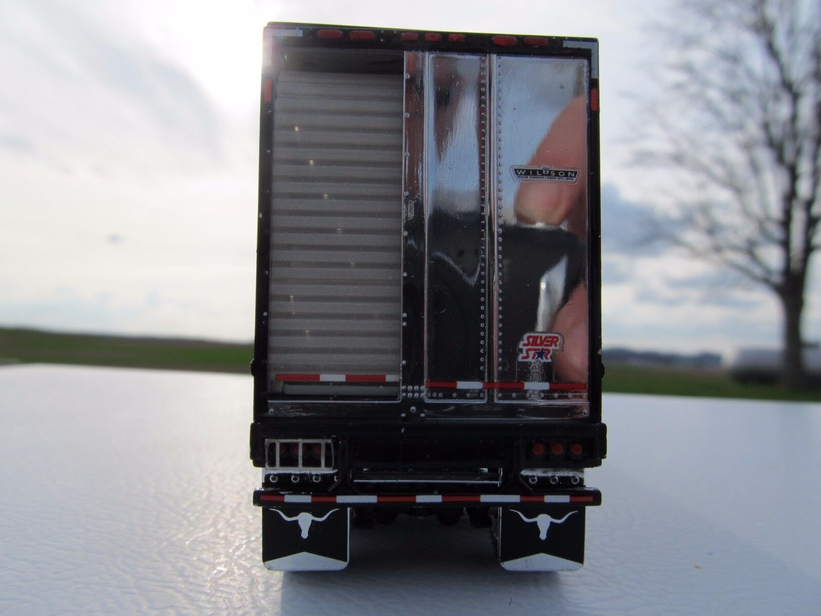 DCP 1/64 SCALE WILSON LIVESTOCK TRAILER TANDEM AXLE SILVER SIDES,BLACK FRAME&TOP 3