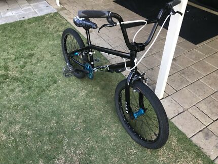 Specialized fuse 2 bmx bike