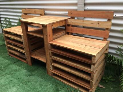 Jack and Jill Love Seats Plus Table Made Recycled Pallets Garden