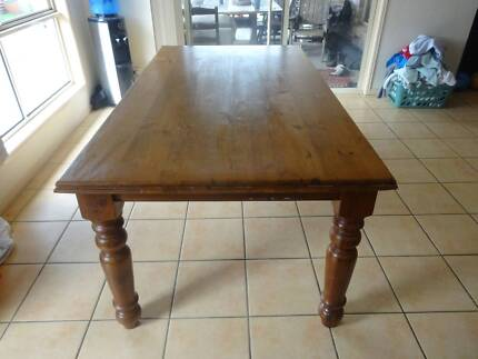 Dinning Table Meadowbrook Logan Area Preview