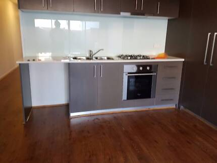 FOR SALE BRAND NEW MODERN 2 Br APARTMENT IN EPPING
