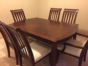 Dining table with 6 chairs and extendable leaf