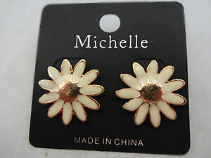 Daisy earrings white gold-tone pierced ears studs posts flowers garden petals