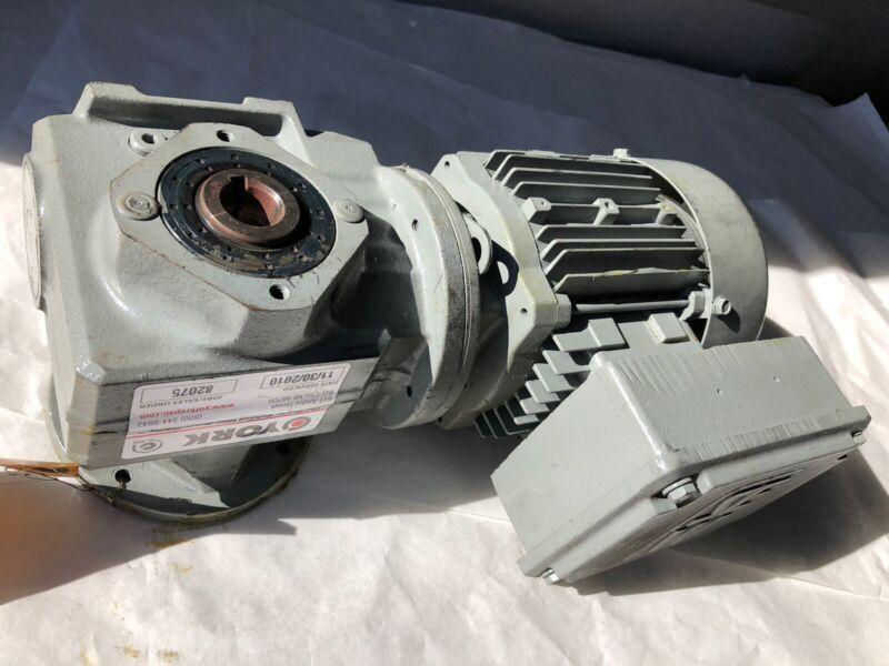 NEW SEW-EURODRIVE SAF37 DT71D4 GEAR Motor DRIVE,3PHASE,.37 KW,277/480V,RPM 17,HE