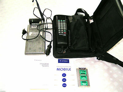 Vintage Motorola Mobile Phone SCN2501A fully functional has cary case & manual