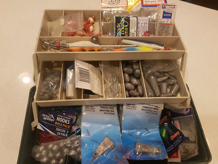 FISHING TACKLE BOX WITH HOOKS SINKERS AND OTHER ACCESSORIES