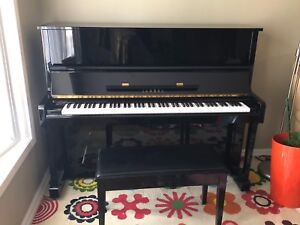 """Excellent condition Yamaha U10 upright 48"""" piano W/storage bench"""