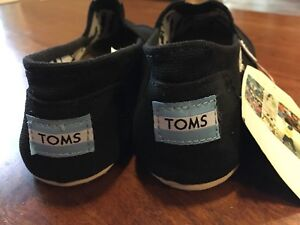 Women's toms size 8-9  brand new