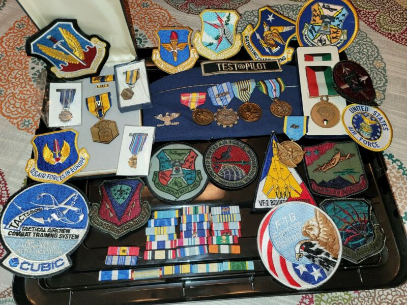 USAF OFFICERS MEDALS RIBBONS PATCHES BADGES GARRISON HAT DEVICES