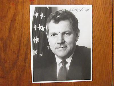 William  Bill  Bennett Secretary Of  Education Signed Glossy  8 X 10 B   W Photo