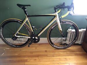 Vélo de route GT médium 54cm