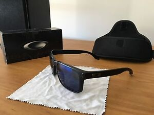 oakley glass warrnambool  oakley sunglasses __~barely used* make offer\u003c\u003c