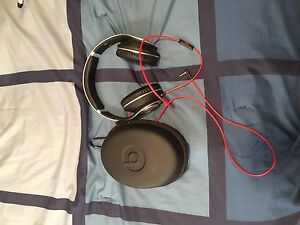 head phones dr.Dre beats with box colour is grey