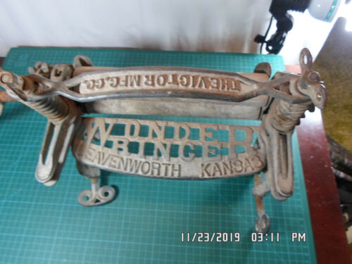 "Antique Victor Mfg Co. ""Wonder Wringer"" Ball Bearing Cast Iron Clothes Ringer"